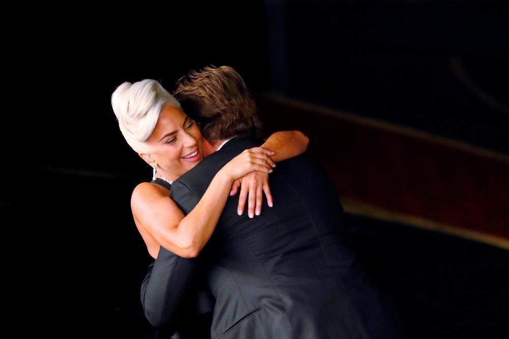 Óscares Lady Gaga e Bradley Cooper